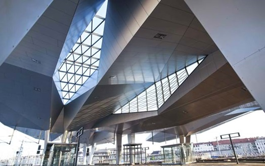 Spectacular roof construction of main train station in Vienna, based on hot-dip galvanized steel construction.